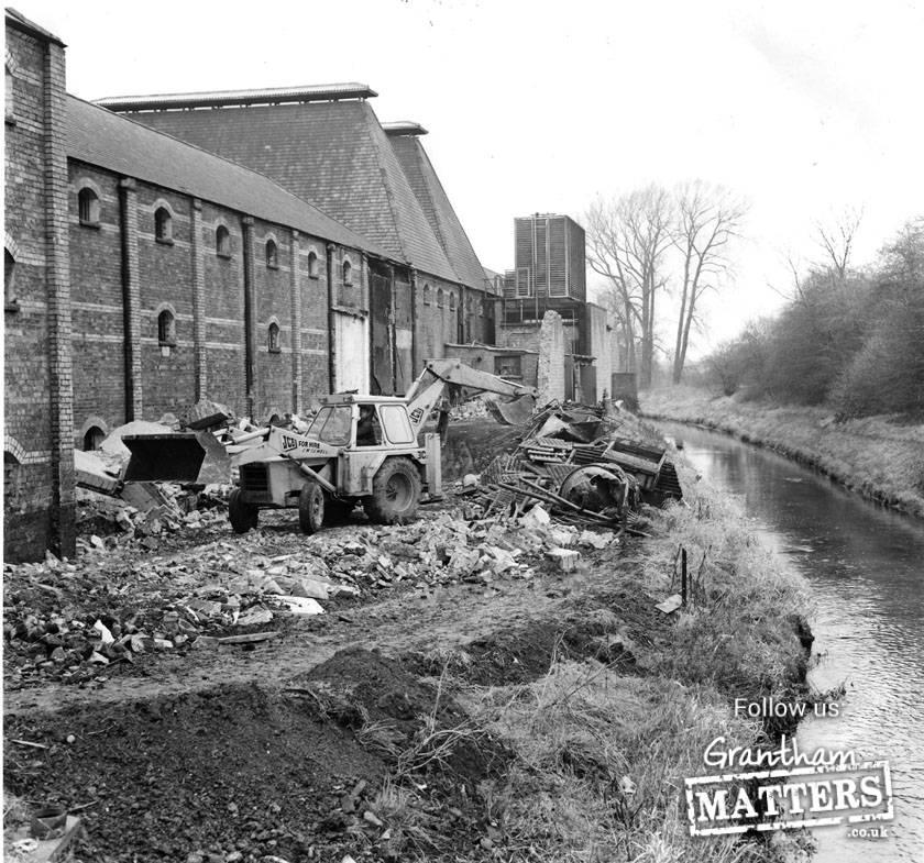 Demolition of Pidcock's Malting Welham Street in 1973. It was built in 1865